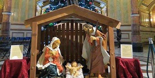 Making Room for Baby Jesus in the Illinois Rotunda